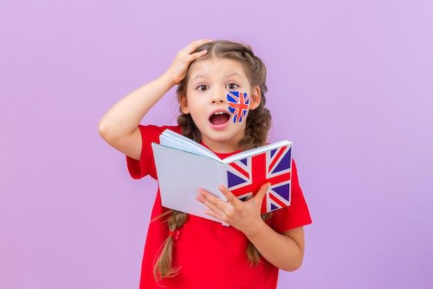 O aluno fica muito surpreso ao ler o livro em inglês.
