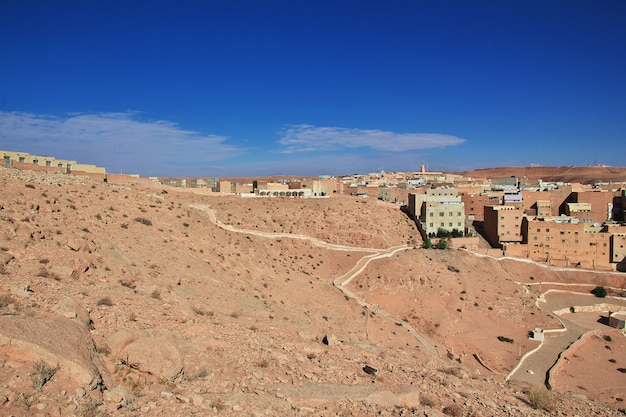 O antigo cemitério na cidade de el atteuf, deserto do saara, argélia