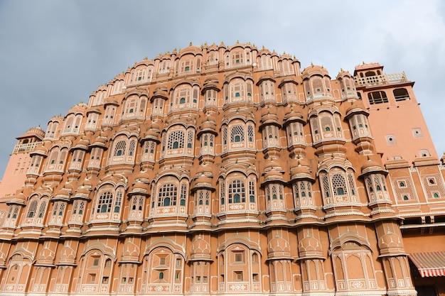 O antigo palácio havahal fica em jaipur, na índia.