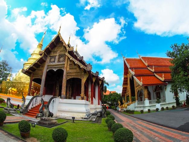 O antigo templo da tailândia com vista para o olho de peixe