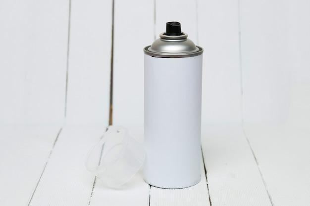 O ar pressionado pode anular isolado em um fundo branco.