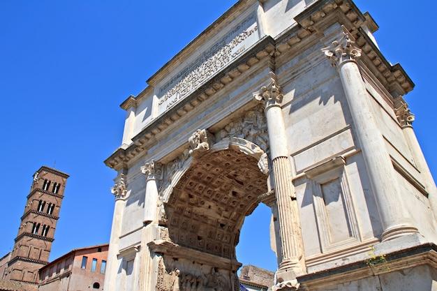 O arco de tito, fórum, roma, itália