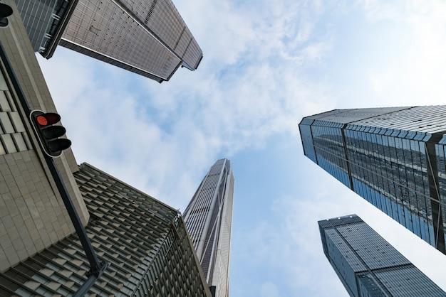 O arranha-céu está em chongqing, china