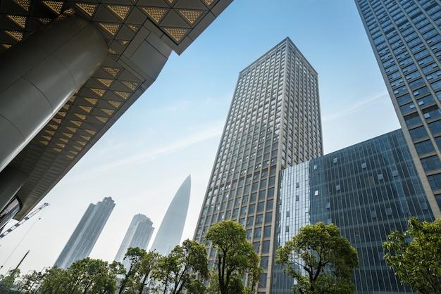 O arranha-céu está em shenzhen, china