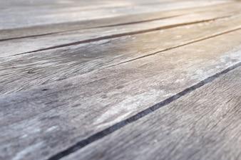 O assoalho de madeira é feito de placas de madeira velhas com testes padrões bonitos