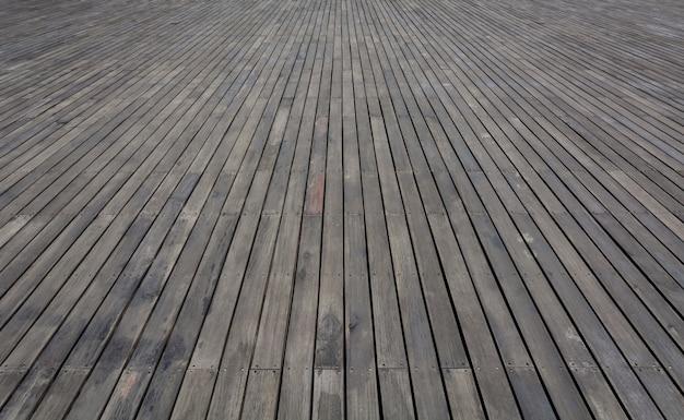 O assoalho de madeira