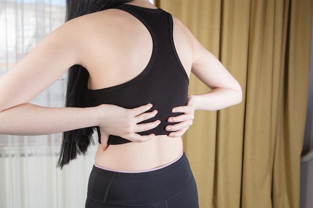 O atleta tem dores nas costas