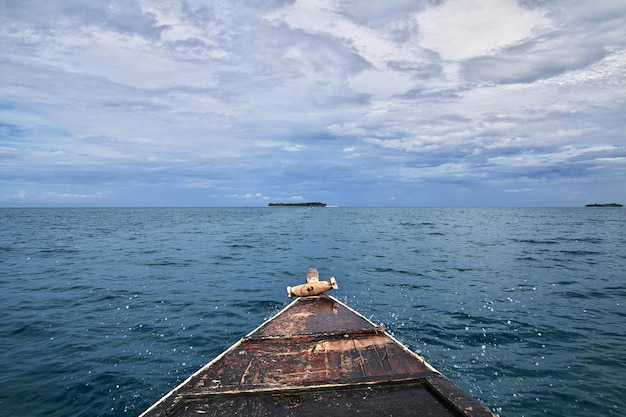 O barco na ilha de zanzibar, tanzânia