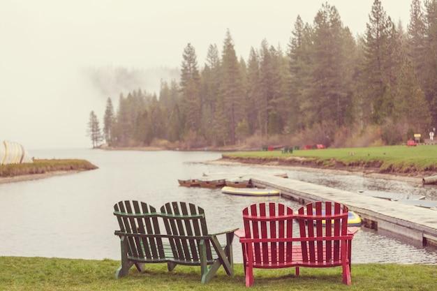 O belo lago no outono Foto Premium