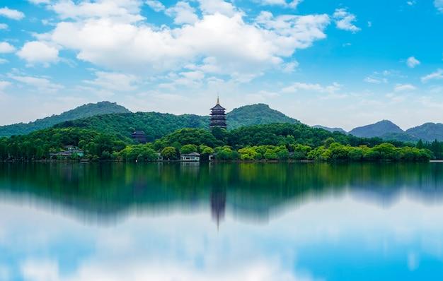 O belo shan'shui do lago oeste em hangzhou