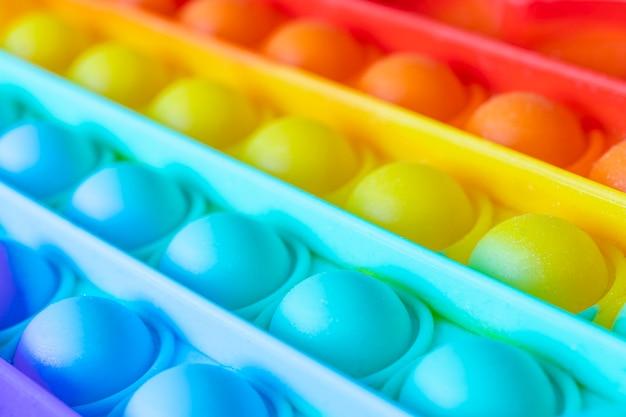 O brinquedo sensorial de fidget flexível push bolha pop fornece descarga e é bom para o desenvolvimento das crianças. brinquedo sensorial anti-stress colorido, empurra-o, empurra-o