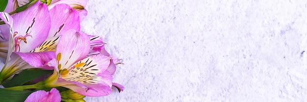 O buquê de orquídeas é lindo