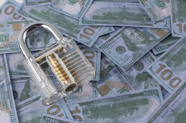 O cadeado limpo no fim da cédula do dinheiro acima.