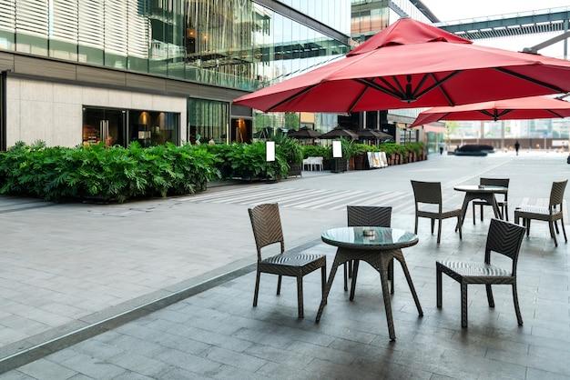 O café aberto na praça