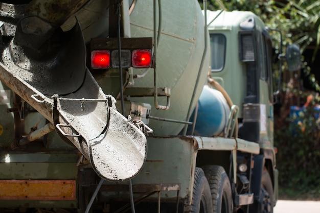 O caminhão misturador de concreto