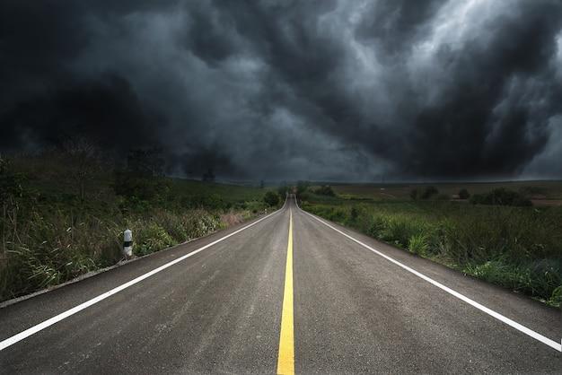 Resultado de imagem para estrada com neblina