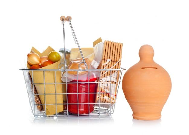 O carrinho de compras com comida e caixa de dinheiro