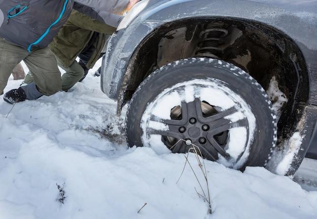 O carro ficou preso no inverno