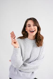 O cartão de crédito é muito necessário durante as grandes compras