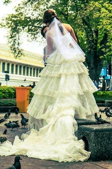 O casamento de casais de homens e mulheres.