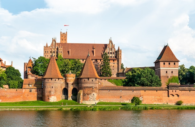 O castelo da ordem teutônica em malbork, na pomerânia, polônia