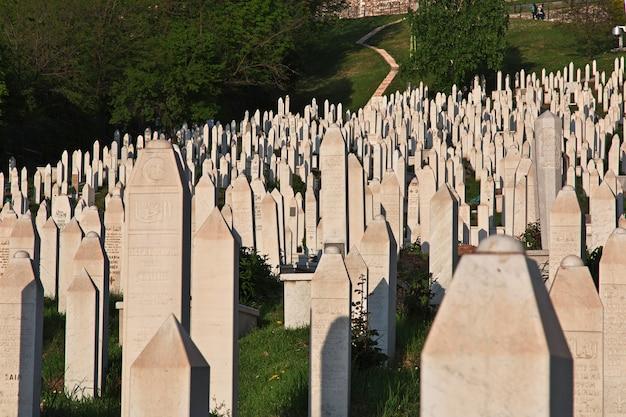 O cemitério na cidade de sarajevo, bósnia e herzegovina