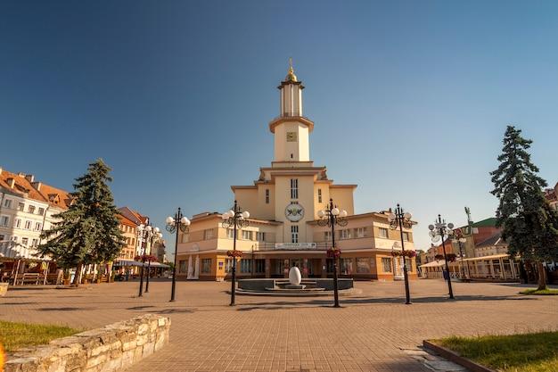 O centro da cidade de ivano-frankivsk, ucrânia
