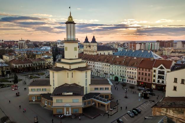 O centro histórico da cidade de ivano-frankivsk, ucrânia, com cidade