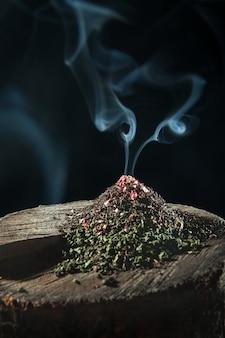 O chá de ervas seco