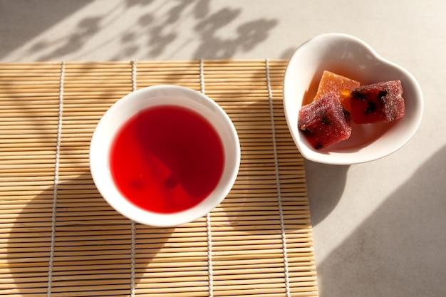 O chá de schizandra é uma bebida tradicional coreana.