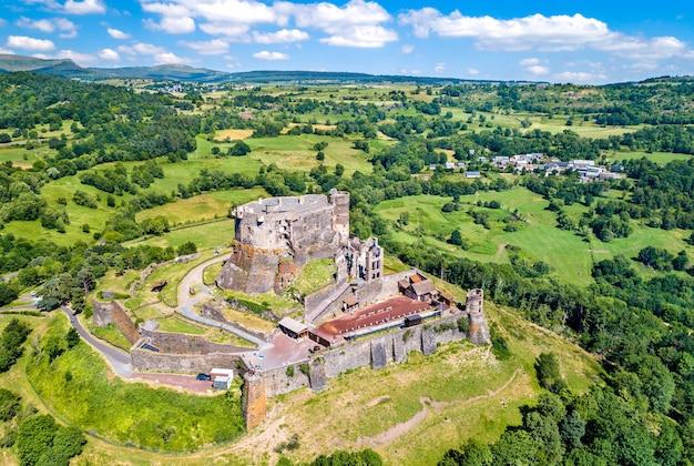 O chateau de murol, um castelo medieval no departamento de puy-de-dome, na frança