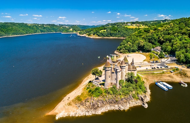 O chateau de val, um castelo medieval às margens do rio dordogne, na frança
