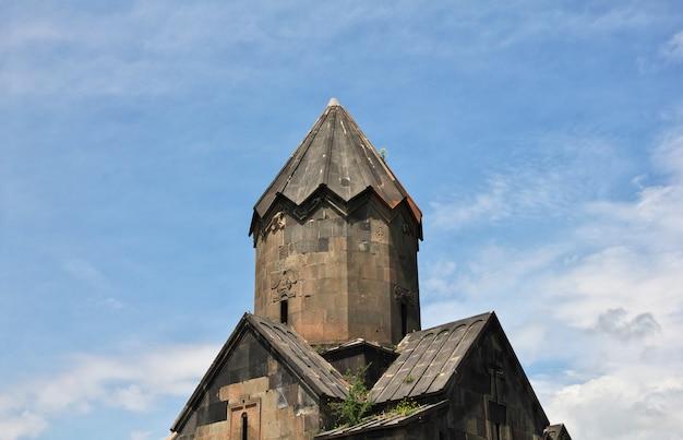 O churhc preto antigo nas montanhas do cáucaso, armênia