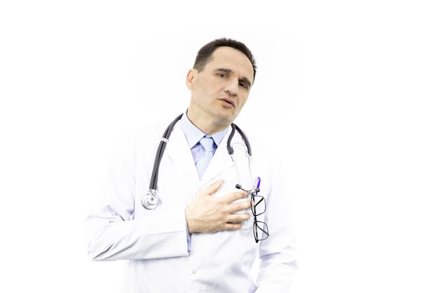 O cirurgião sofre de intensa dor no coração. ataque cardíaco.
