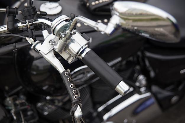 O close-up da roda da motocicleta