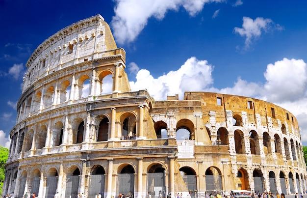 O coliseu, o marco mundialmente famoso em roma, itália.