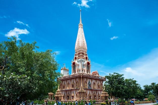 O complexo do templo de wat chalong em phuket, tailândia