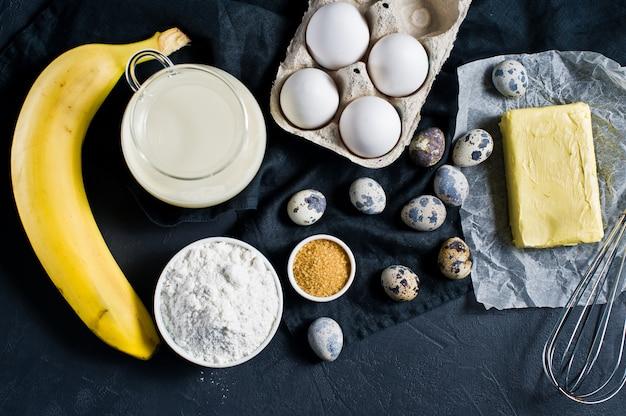 O conceito de cozinhar pão de banana.