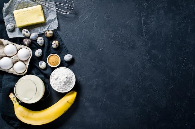 O conceito de cozinhar torta de banana.
