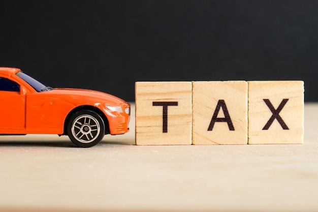 O conceito de pagar impostos sobre o carro.