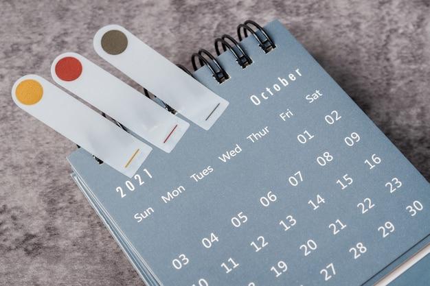O conceito de planejamento e prazo com nota no mês de outubro, agenda de 2021.