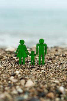 O conceito de planejar férias e descanso para sete com um filho e seguro de vida e saúde de ...