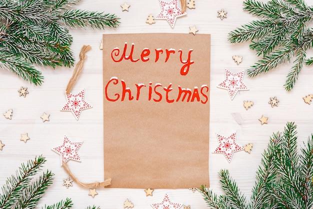 O conceito de um cartão de felicitações de natal. galhos de árvores de natal.