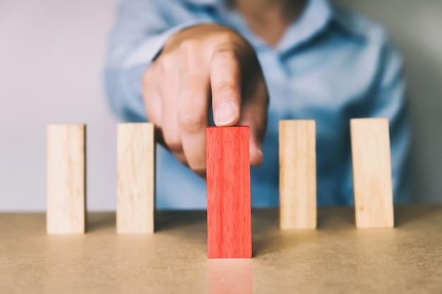 O conceito do negócio escolhe dentro a pessoa da ideia.
