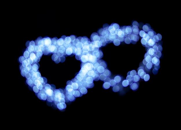 O coração azul do bokeh dá forma ao fundo.