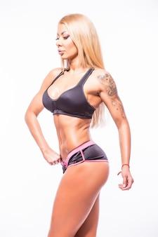 O corpo exibe uma mulher atraente em branco