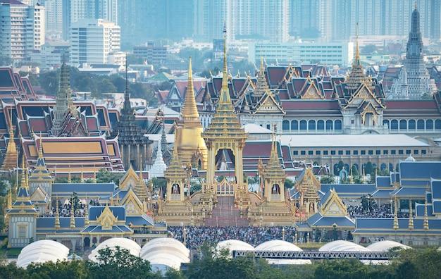 O crematório real para hm rei bhumibol adulyadej em sanam luang.