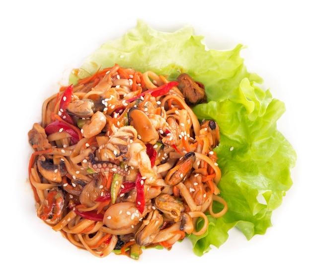 O crepe de macarrão de arroz com camarão, verdura