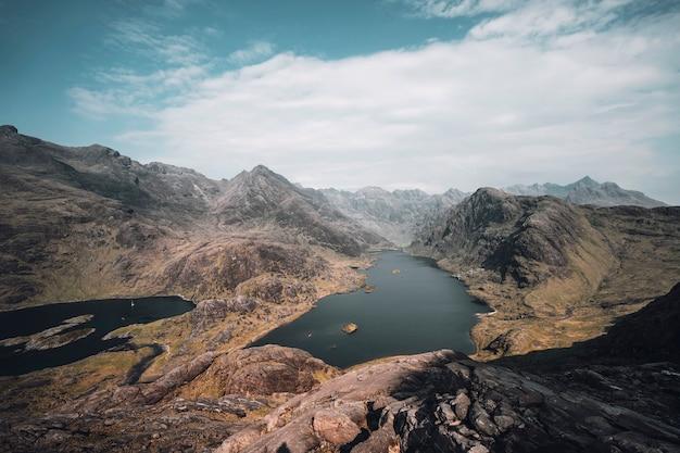 O cuillin na ilha de skye, escócia