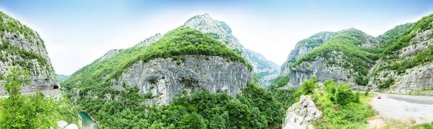 O desfiladeiro do rio tara, montenegro